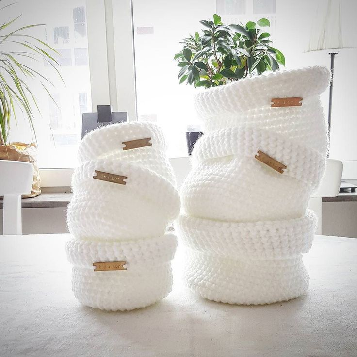 Tveka inte att lägga beställning på mina alster  | Det roligaste som finns är att virka åt andra  _____________________ #crochet #lovecrochet #virka #crocheting #crochetaddict #virkat #DIY #homemade #yarn #korg #design #homeinspo #interior #hantverk #homeinterior #inredning #egendesign #madewithlove #instacrochet #interiordesign #whiteinterior by tordsdotterliving