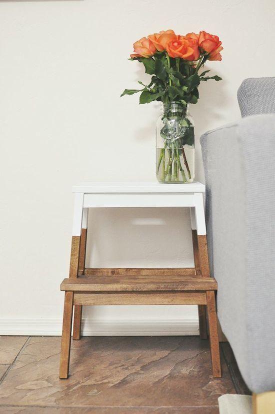 Table de chevet marche-pied bi color blanc et bois