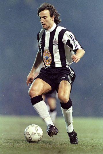 David Ginola né le 25 janvier 1967  international de football français. Acheva sa carrière de joueur professionnel en 2002 et débuta une carrière d'acteur