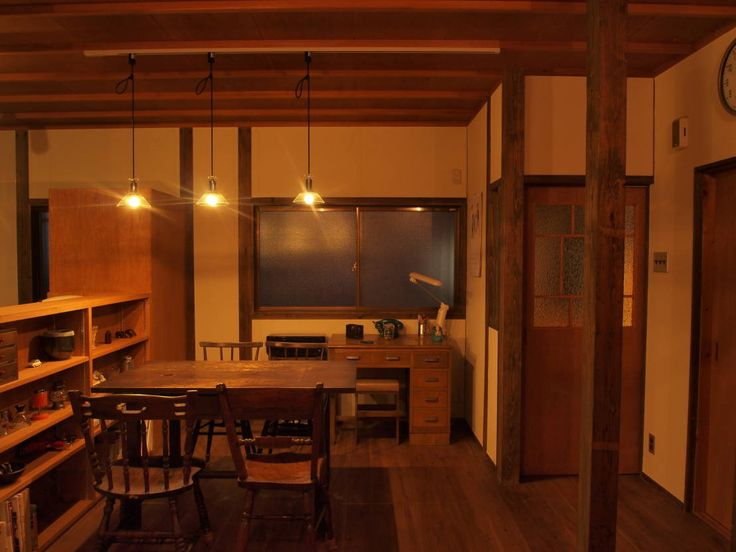 SKY Lab 関谷建築研究所 の  夜のダイニングキッチン1