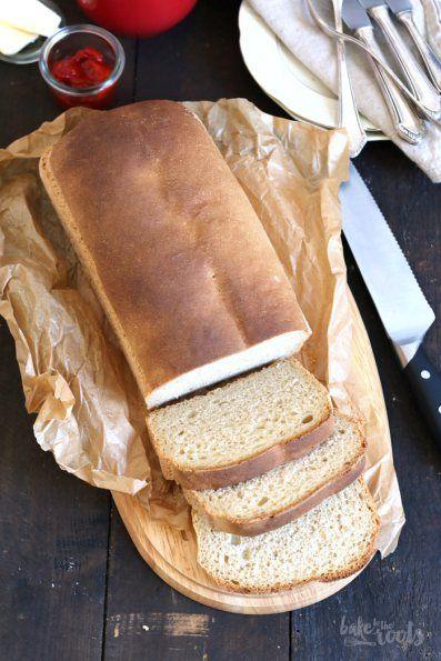 Einfacher geht es kaum - Toastbrot zu Hause gebacken - besser als alles aus dem Supermarkt | Bake to the roots