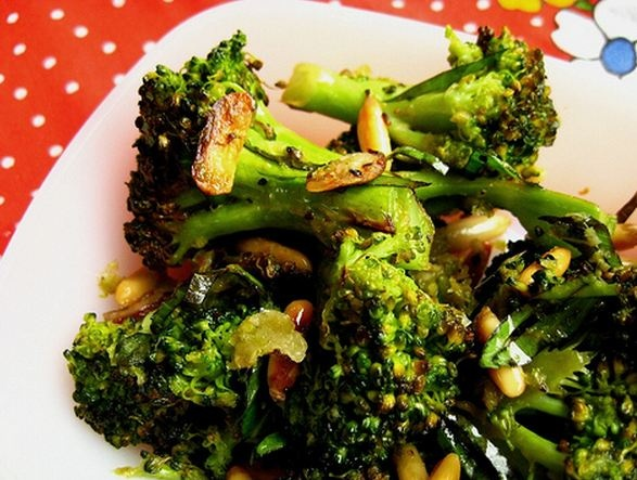 Barefoot Contessa's Parmesan Roasted Broccoli. You don't even ...