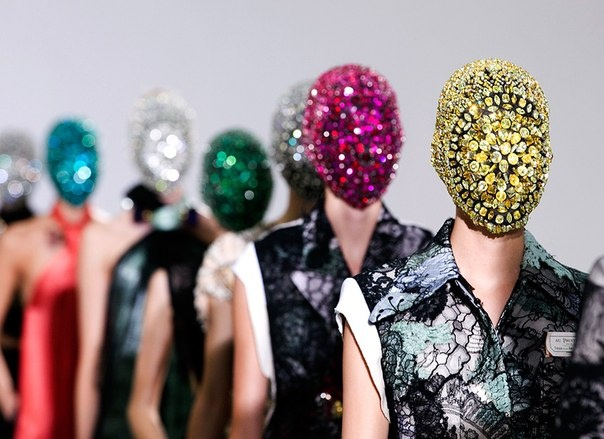 .: Maisonmartinmargiela, Models, Paris Fashion, Faces Masks, Fashion Week, Hot Dogs, Haute Couture, Couture Fashion, Maison Martin Margiela
