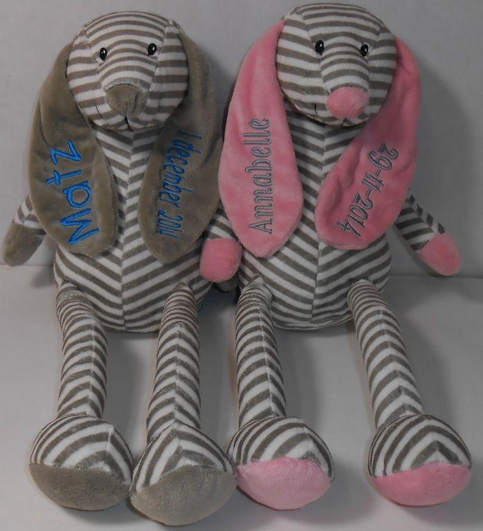 tut knuffel grijs en roze met naam en datum op de oren geborduurd. http://www.borduurkoning.nl/shop/baby_artikelen/knuffel/tutknuffel_grijs.html