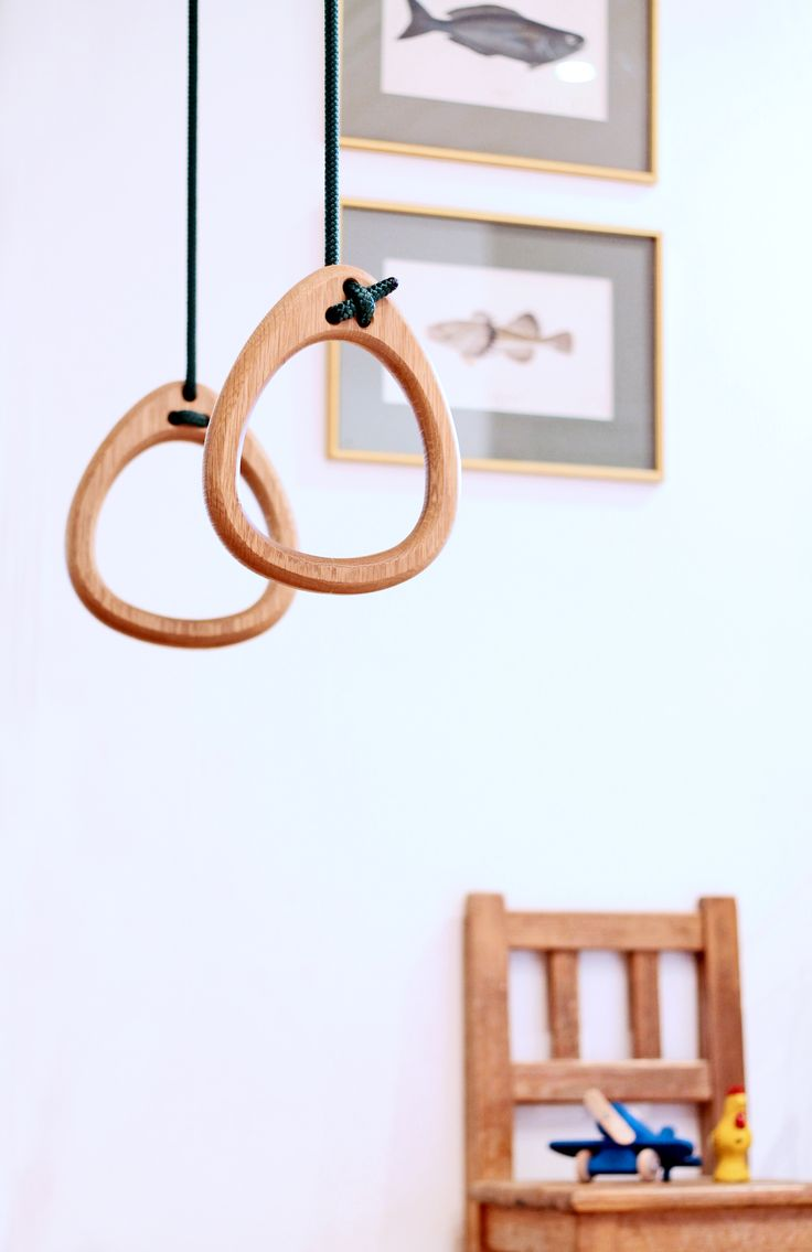 Lillagunga Rings in oak with green ropes.