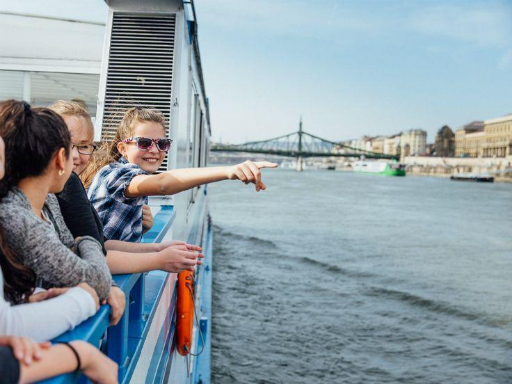 Szívesen töltitek a szabadidőtöket Esztergomban, a Duna partján üldögélve? Mit szóltok, ha azt mondjuk, hogy ezentúl akár egy sétahajó fedélzetéről is gyönyörködhettek a város szépségében? Mutatjuk a részleteket!