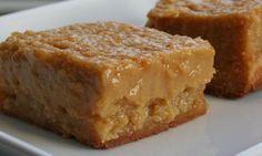 Le BON vieux carré tarte au sucre! Émerveillez vos papilles, ce dessert est complètement FOU!