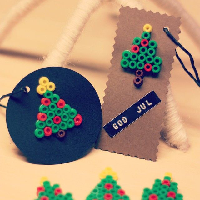 Christmas present tags perler beads by Pyssel DIY Hemmafix