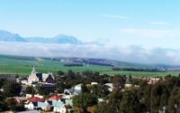 Piketberg  - Piketberg's location is approximately 130 km north of Cape Town along the N7, and is snugly nestled at the foot of the sandstone Piket mountain range.