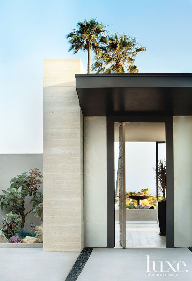 entry// Point of View: A Pacific Palisades House Connects With Its Site | LUXE Source