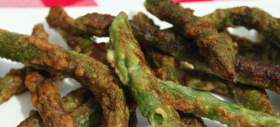 Gebakken asperges een lekker vegetarisch voorgerecht en het bevat weinig koolhydraten.