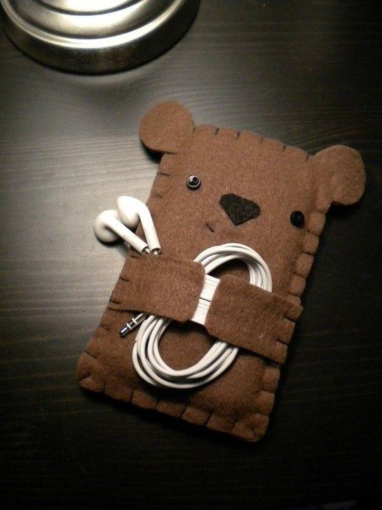 con fieltro crea un lindo  bolsito para los audifonos--