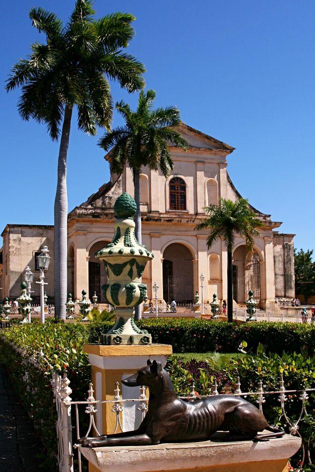Old Catholic Church & a little public square // Trinidad, Sancti-Spiritus, Cuba // #sculpture #dog