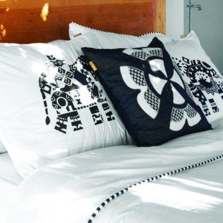 kussen sierkussen 50 cm fris stoer denim jeans donkerblauw blauw wit tribal tropisch applique patchwork embroidery