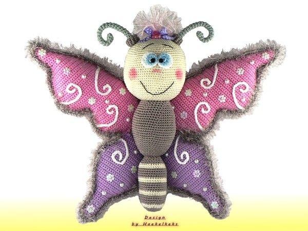 Der Schmetterling mit der Flügelspannweite von 36cm und dem süßen Lächeln möchte bitte von Dir gehäkelt werden. Probiers gleich mal aus. Viel Spaß dabei.