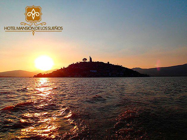 El lago de Pátzcuaro una ventana al cielo, su belleza ¡Te seducirá! #RespiraMagia www.mansiondelossuenos.com.mx/guia-patzcuaro  #Patzcuaro #Michoacán #México #Hotel #Viaje #Travel #Boda #Wedding #Colonial #Barroco #Mansión #Sueños #Tesoros #Lacustre #Lago #Puerto #Comida #TataVasco #Monumentos #Patrimonio #Cultura