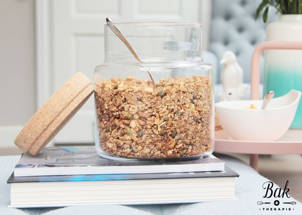 Gezonde ontbijt granola voor door je yoghurt! Recept via baktherapie.nl