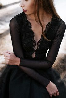 B091 blouse made of elastic tulle and lace. Black.