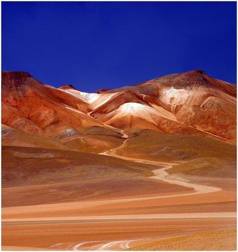 Atacama desert, Chile los colores son realmente estos y el silencio es absolutamente relajante.
