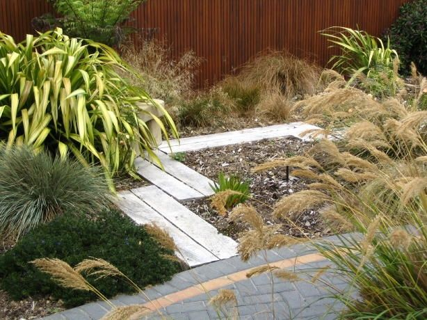 Best 70 garden deck landscaping images on pinterest for Low maintenance garden nz