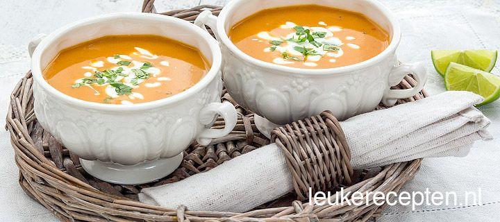 Lekkere zoete aardappelsoep met een Indiaas tintje en de frisse smaak van limoen
