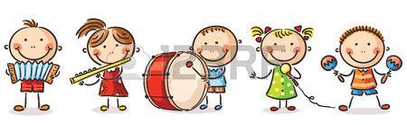 Bambini felici che giocano diversi strumenti musicali