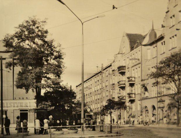 Wrzesień 1968 r. Ul. Górna Wilda, od ul. Gwardii Ludowej (obecnie 28 Czerwca 1956 r.) widok w kierunku północno-wschodnim. Fot. Z archiwum Miejskiego Konserwatora Zabytków #wilda #poznan