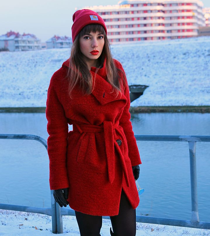 red wool trench coat, carhartt beanie and over the knee boots: https://jointyicroissanty.blogspot.com/2017/01/red-wool-trench-coat.html  #fashion #moda #ootd #streetstyle #fashionblogger