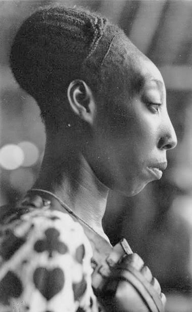 """""""A Mangbetu woman    The Mangbetu people are from Central Africa - Congo. They believe that  an elongated skull with a flattened forehead pleases the gods."""""""