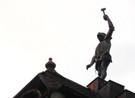 Omul de Arama va provoaca sa pastrati viu spiritul Bucurestilor de altadata! Omul de Arama reprezinta o piesa importanta a patrimoniului bucurestean.