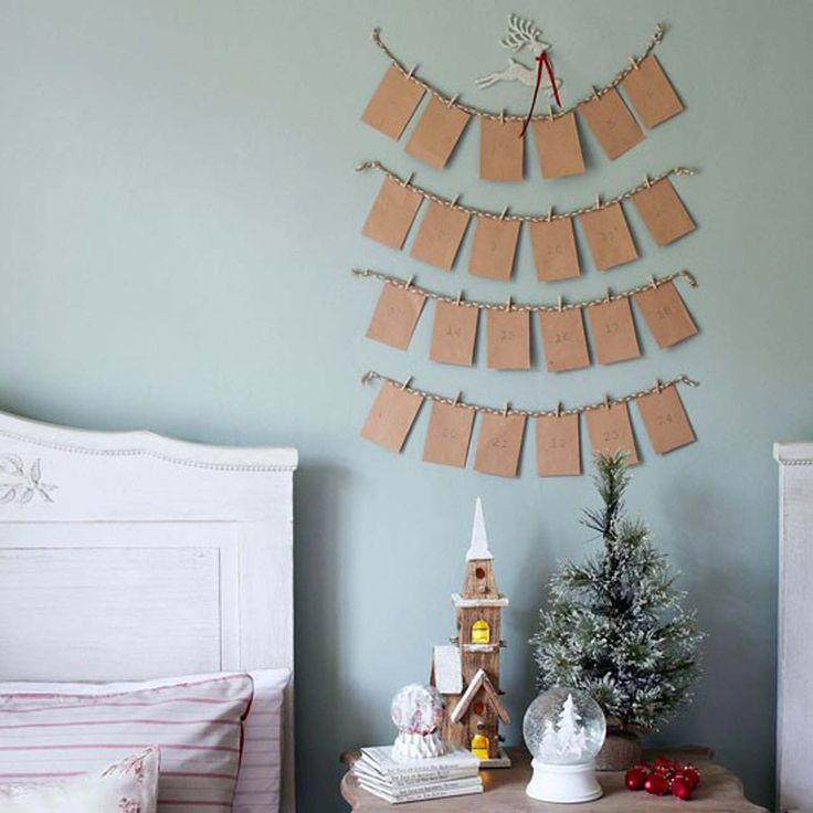 Simple Christmas decorating ideas ~ http://www.lookmyhomes.com/budget-christmas-decorating-ideas/