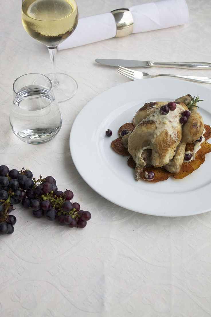 Poussin in grapes