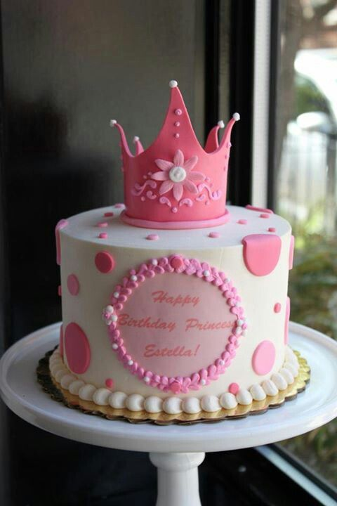 Princess cake crown and pearls are cute