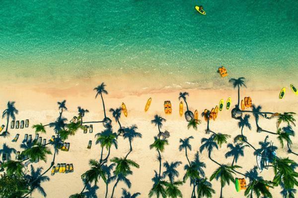 Spiaggia di un'isola tropicale nella Repubblica Dominicana