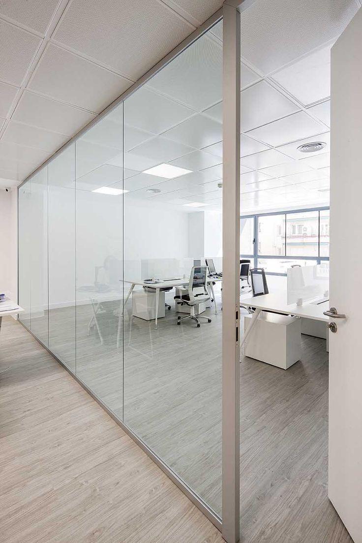Elegancia, técnica, acústica: premisas para mamparas divisorias en espacios de trabajo, las nuevas oficinas con espacios de colaboración. Mampara de oficina