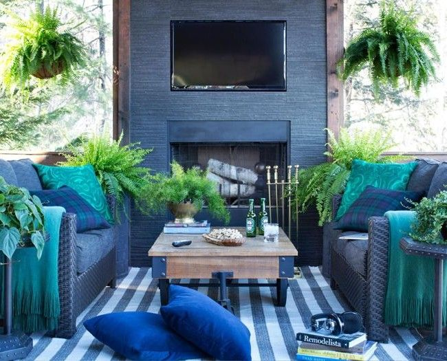 Мебель яркого сочного синего цвета в гостиной