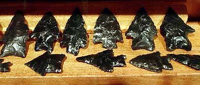Puntas de flecha de obsidiana negra Museo Regional de Rada Tilly Chubut (Argentina)