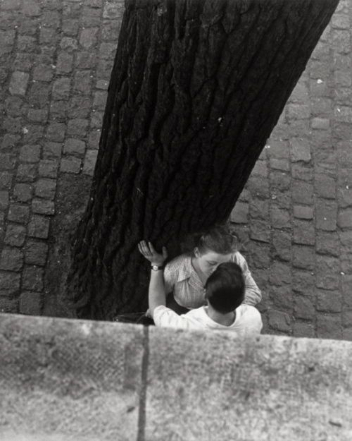 Bordes de Seine, 1949. Photo: Izis Bidermanas.