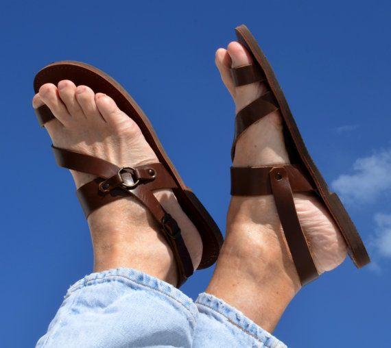 Sandalia de cuero de hombres hechos a mano de ANANÍAS en marrón, negro o natural. Todos los tamaños se harán a la orden, por favor espere 2-3 semanas. Enviar por correo aéreo de Grecia por $9.95.
