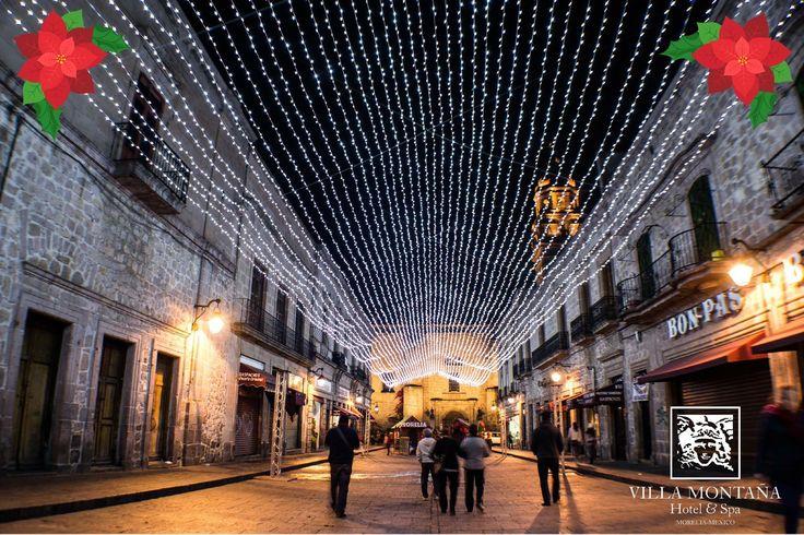El aroma a Navidad inundó Morelia, las luces iluminan nuestro espíritu y en Villa Montaña te recibimos con los brazos abiertos y el ambiente más cálido de la capital.  #HotelVillaMontaña #NavidadMorelia