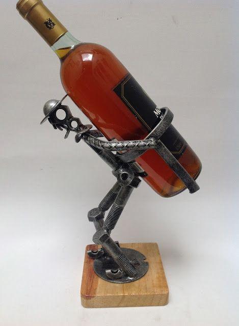 Portabotellas en forma de Quijote. Arte en metal reciclado.