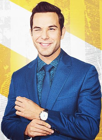Skylar Astin...I fall in love with him every time I watch pitch perfect or hear him sing!! <3