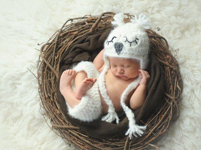 """¿Te imaginas cuántos pensamientos pasarán por la mente de una mujer que acaba de convertirse en mamá? Además de la felicidad que la embarga, el pánico puede apoderarse de ella por lo que ha escuchado en cuanto al tema de la maternidad.Por eso, Scary Mommy nos presenta 6 mentiras """"piadosas"""" que les decimos a las nuevas mamás.Podrás dormir cuando el bebé tome la siesta"""