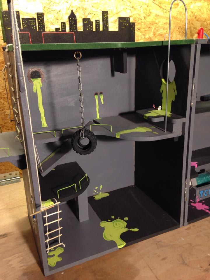 [Showcase] Super Dad Handcrafts TMNT Lair Playset for his Daughter