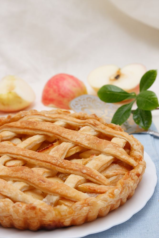 What are the best kinds of apples for a classic apple pie recipe?