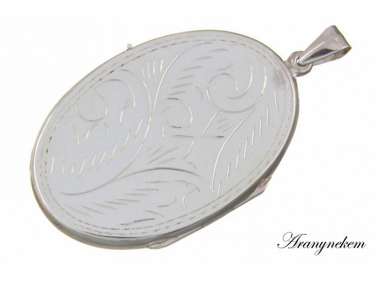 Nyitható ovális vésett ezüst medál