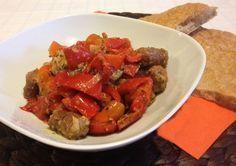 I #peperoni e #salsiccia sono un #secondo piatto o piatto unico. Sono molto gustosi grazie all'unione della salciccia con i peperoni.
