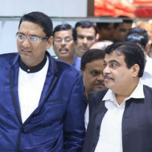 Dr. Ujjwal Patni with Nitin Gadkari