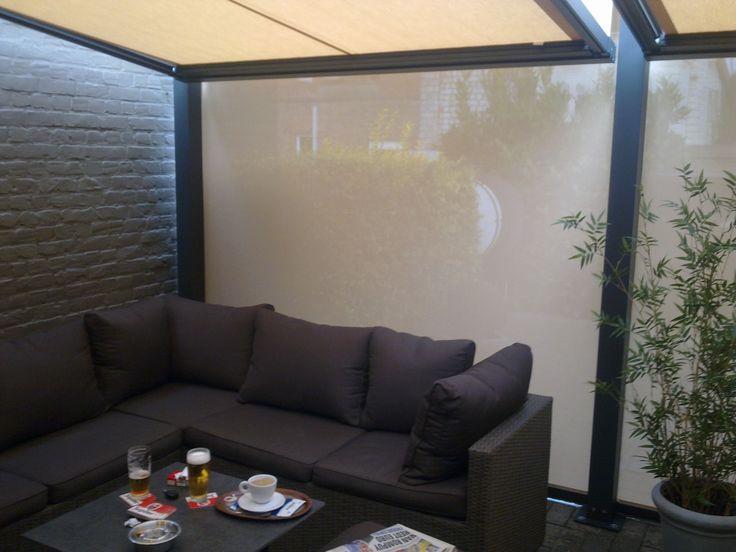 Terrasoverkapping Cubola, met windvaste screens die open en toe kunnen.