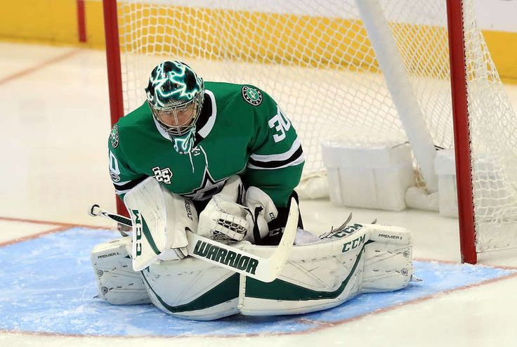 DALLAS, TX - NOVEMBER 18: Ben Bishop #30 of the Dallas Stars in goal against the Edmonton Oilers in the third period at American Airlines Center on November 18, 2017 in Dallas, Texas. (Photo by Ronald Martinez/Getty Images)